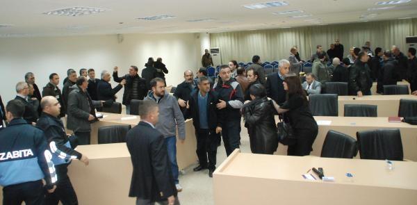 Çorlu Belediye Meclisinde Arbede, Başkan Yardimcisi Ve Kadin Meclis Üyesi Dövüldü