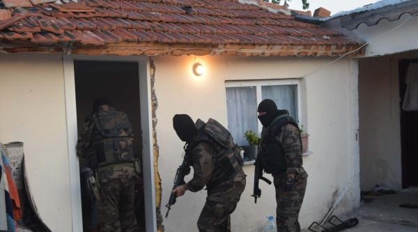 Çorlu'da Uyuşturucu Satıcılarına Operasyon: 16 Gözaltı