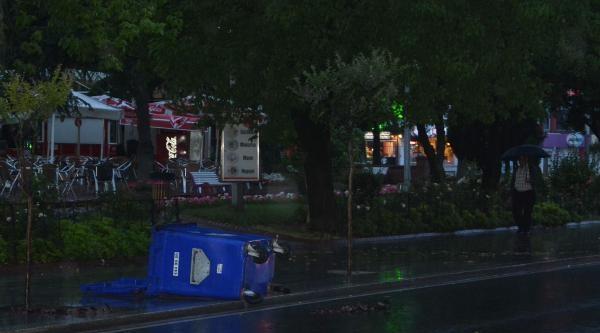 Çorlu'da Yağmur Ve Fırtına Etkili Oldu