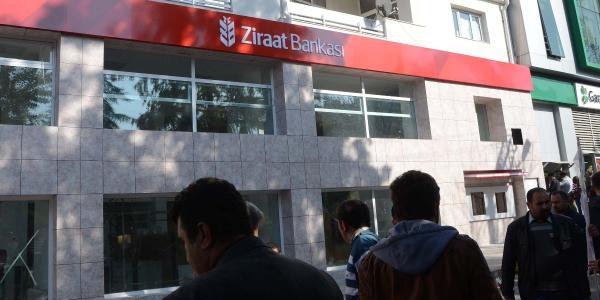 Çorlu'da Ziraat Bankasi Tabelasina' 't.c.' Ibaresi Yapiştirdilar