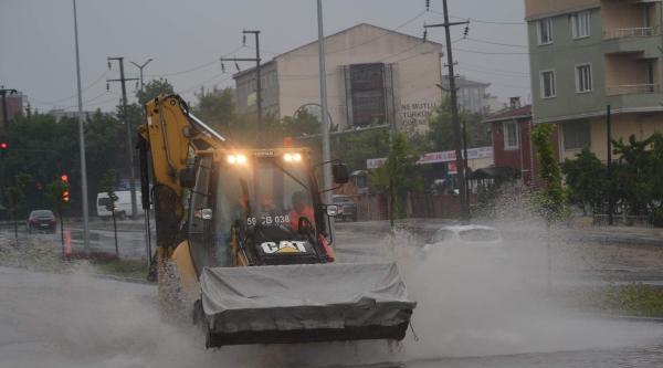 Çorlu'ya İki Günde 55 Kilogram Yağış Düştü