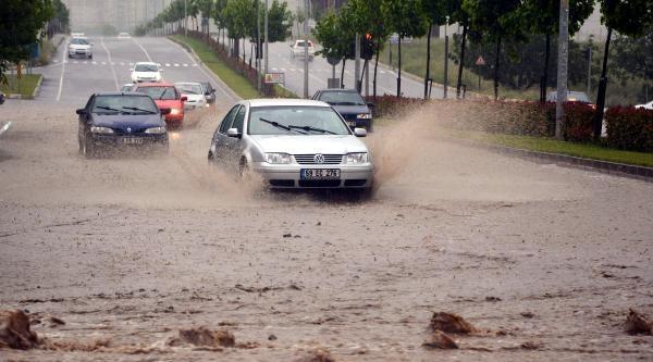 Çorlu'yu Sağanak Yağmur Vurdu