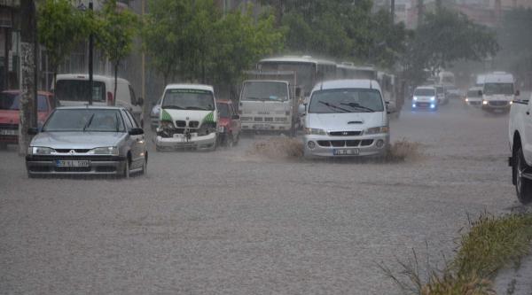 Çorlu'yu Yağmur 10 Dakikada Göle Çevirdi