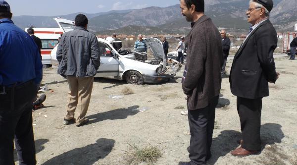 Çorum'da Otomobille Beton Mikseri Çarpişti: 1 Ölü, 3 Yaralı