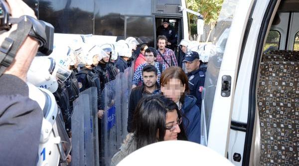 Çü'de Öğrenci Kavgasi: 3 Yarali, 40 Gözalti