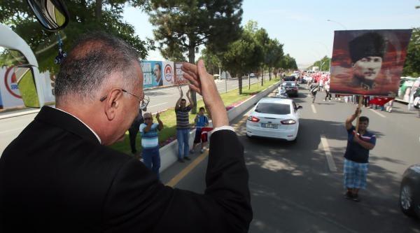 Cumhurbaşkanı Adayı İhsanoğlu Ankara'da (1)