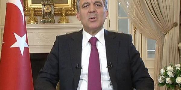 Cumhurbaşkani Gül, Cumhuriyet Bayrami Mesajinda Demokrasiye Vurgu Yapti