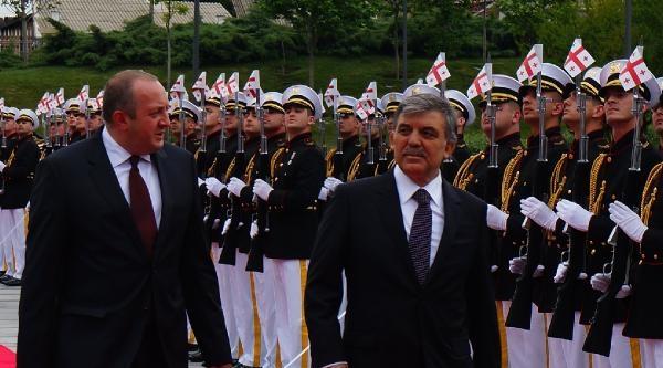 Cumhurbaşkanı Gül, Gürcistan'da Resmi Törenle Karşılandı