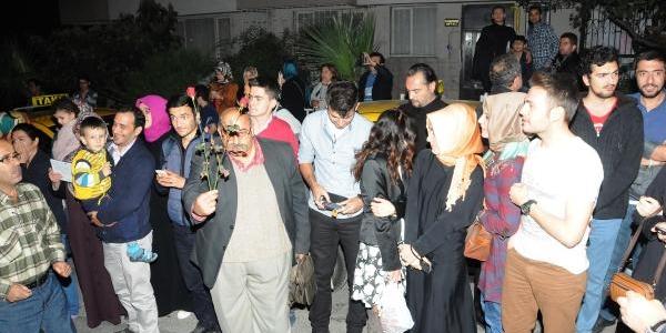Cumhurbaşkani Gül, Izmir'de Dayisini Ziyaret Etti