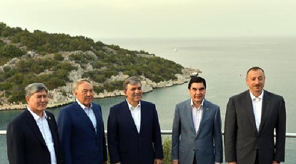 Cumhurbaşkanı Gül, Türk Dili Konuşan Ülke Liderlerine Akşam Yemeği Verdi