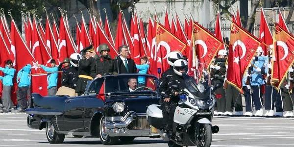 Cumhuriyet Bayrami Dolayisiyla Akm'de Resmi Geçit Düzenlendi