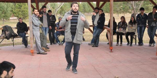Cumhuriyet Üniversitesi'nde Öğrencilerden Yök Protestosu
