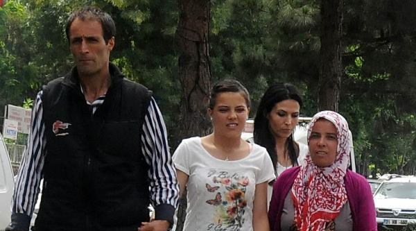 Dağa Giderken Kurtarılan Kız Eylemci Anneleri Ziyaret Etti