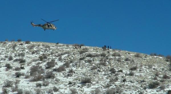 Dağda Kalp Krizi Geçirip Ölen Avcinin Cesedi Helikopterle Indirildi