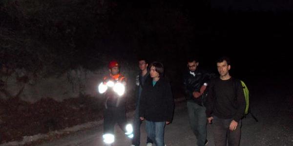 Dağda Kaybolan Öğrenciler Kurtarildi