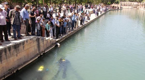 Dalgıç Polisler Balıklıgöl'ü Temizledi