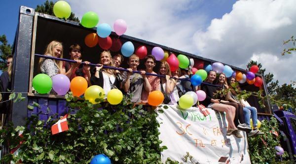 Danimarka'da Öğrenciler Tatile Eğlenerek Girdi