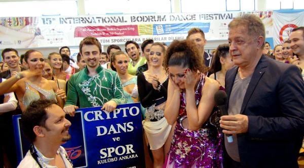 Dans Yarışmasında Sürpriz Evlenme Teklifi