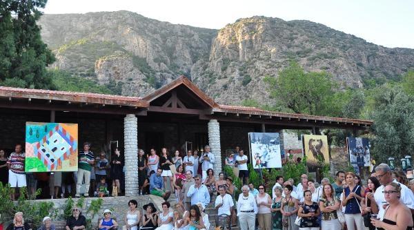 Datça'da Köydeki Sanat Merkezinde Sergi