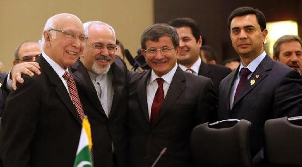 Davutoğlu, Ekonomik Işbirliği Teşkilati Toplantisi Için Tahran'da