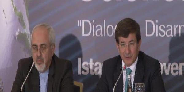 Davutoğlu Ile Iran Dişişleri Bakani Zarif Sorulari Yanitladi / Davutoğlu'nun Mikrofon Refleksi