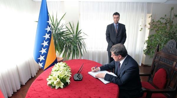 Davutoğlu'ndan, Bosna Hersek Ve Sırbistan Büyükelçiliklerine Taziye Ziyareti