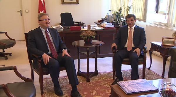 Davutoğlu'ndan Füle'ye: Twitter Tedbiri (engeli) Geçici