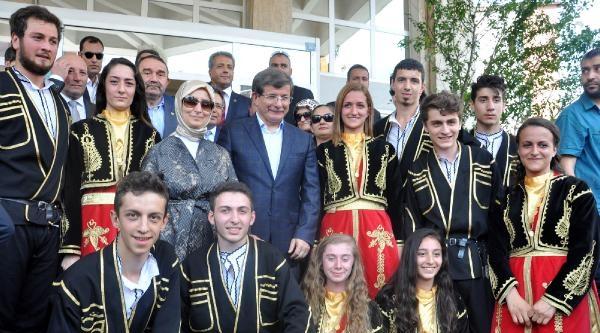 Davutoğlu'nu 'başbakanım Hoş Geldiniz' Diyerek Karşıladılar