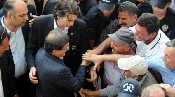 Davutoğlu'nu 'başbakanım Hoş Geldiniz' Diyerek Karşıladılar (4)