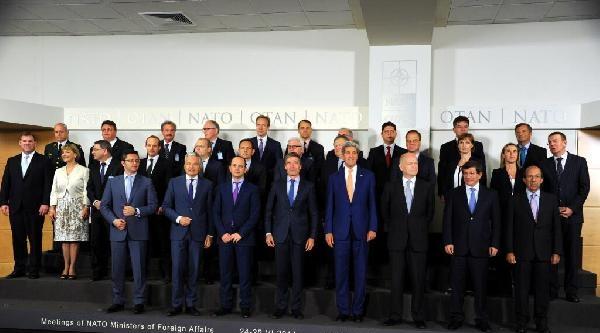 Davutoğlu'nun Katıldığı Nato Dışişleri Bakanları Toplantısı Brüksel'de Başladı / Ek Fotoğraf