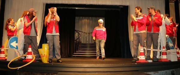 Defile Ve Tiyatro Gösterimli İş Güvenliği Semineri
