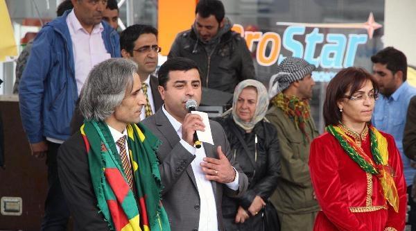 Demirtaş: Fethullah Gülen Kameraman, Başbakan Yönetmen, Film Çekmişler