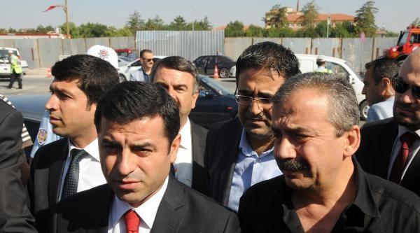 Demirtaş: Türkiye'de İnsanlarin Birbirini Döverek Öldürmeyeceği Ortamı Yakalamalıyız'