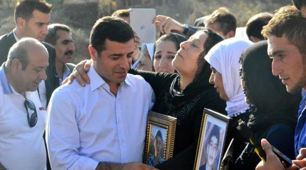 Demirtaş, Vedat Aydın'ın Mezarını Ziyaret Etti (4)