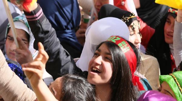 Demirtaş: Yolsuzluğa, Rüşvete Bulaşmış Partiye Bir Oy Gitmesin (2)
