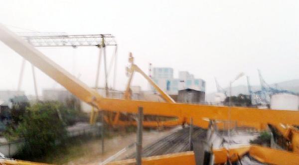 Demiryoluna Vinç Devrildi Yüksek Hızlı Tren Geçemedi ( 2)