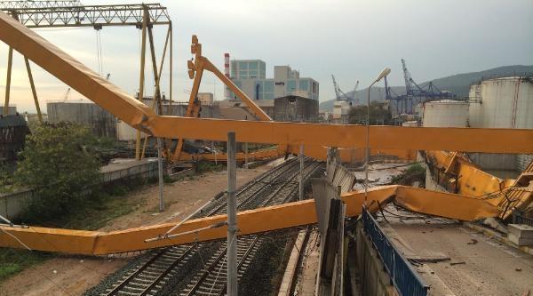 Demiryoluna Vinç Devrildi Yüksek Hızlı Tren Geçemedi / Ek Fotoğraf
