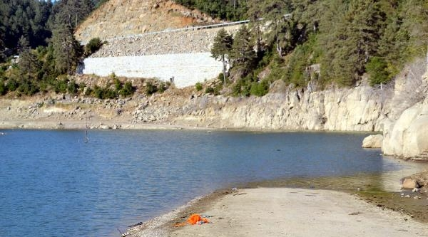 Dengesini Kaybederek Düştüğü Baraj Gölünde Boğuldu