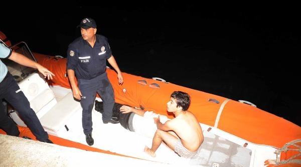 Denizde Açılan Gençleri Deniz Polisi Kurtardı
