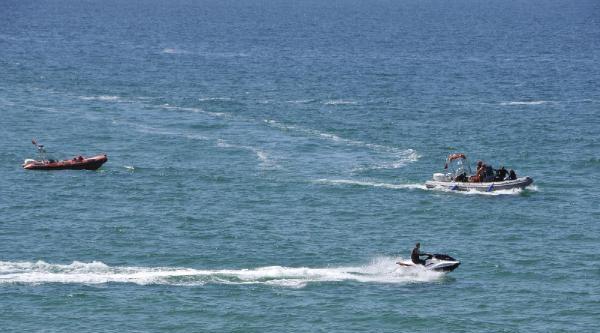 Denizde Kaybolan 2 Kişiden 1'inin Cesedi Bulundu