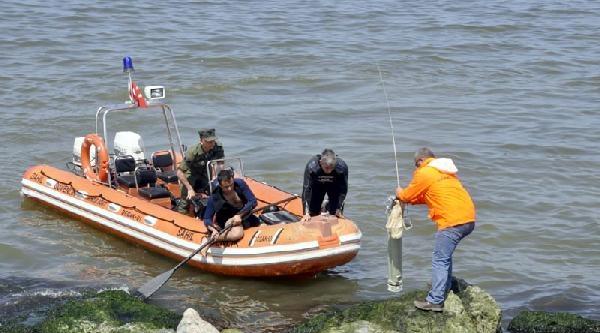 Denizden Çikarilan Cisime Sahil Güvenlik, Polis Ve Afad İncelemesi