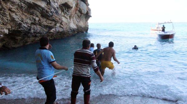 Denize Düşen Otomobilin Sürücüsü Boğuldu