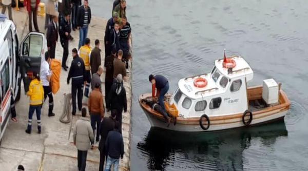 Denize Düşen Yaşlı Adamı Balıkçılar Kurtardı