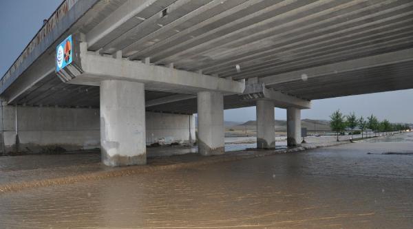 Denizli - Aydın Yolu Sel Nedeniyle Ulaşıma Kapandı (2)