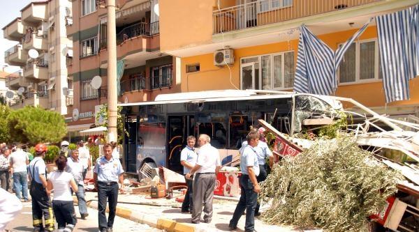Denizli'de Belediye Otobüsü Markete Girdi: 2 Ölü, 16 Yaralı (2) - Yeniden