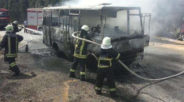 Denizli'de Hareket Halindeki 2 Araçta Yangın