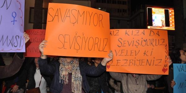 Denizlili Kadinlardan Başbakan'A Protesto