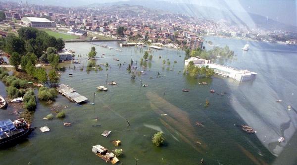 Deprem Kurbanları 17 Ağustos'un 15'inci Yıldönümünde Anılıyor