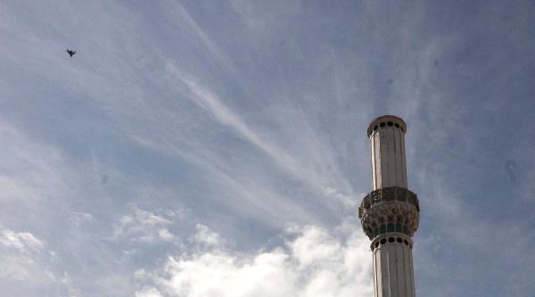 Depremde Zarar Gören Minarelerde Söküm Çalişmasi