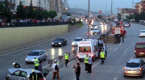 Derince Tünel Çikişindaki Kazada 3 Kişi Yaralandı